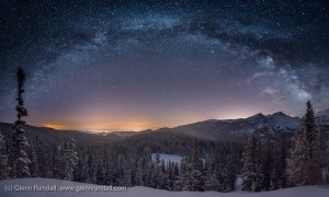 Milky_Way_Panorama_Longs_Peak_master_700