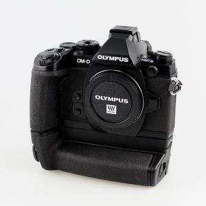 Olympus OM-D E-M1 w/ HLD-7