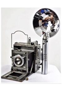 Graflex-Speed-Graphic-with-3-Cell-Flashtube